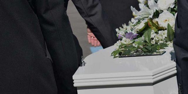 Γιατί αυξήθηκαν κατά 150% τα έξοδα κηδείας