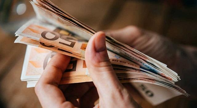 Μπαράζ έξτρα επιστροφών φόρων: Ποιούς αφορά