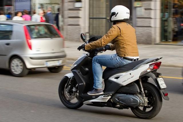Μοτοσυκλετώντας... με άδεια οδήγησης αυτοκινήτου