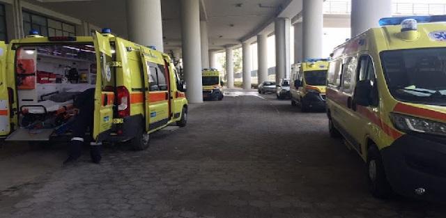 Η πανδημία πιέζει διασώστες και ασθενοφόρα στον Βόλο