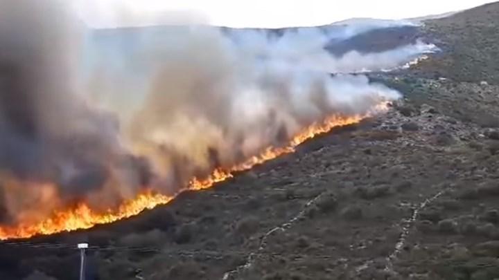 Φωτιά στην Άνδρο:Εκκενώθηκαν οικισμοί - Ενισχύονται οι δυνάμεις
