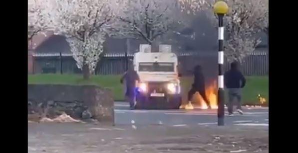 Επικίνδυνη ένταση στη Βόρεια Ιρλανδία