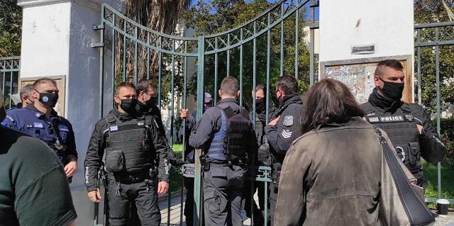 Οργή στα Δικαστήρια του Βόλου –Προπηλάκισαν τον μακελάρη