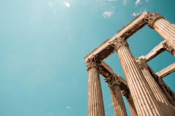 Reuters: Άρση μέτρων στην Ελλάδα από την επόμενη βδομάδα