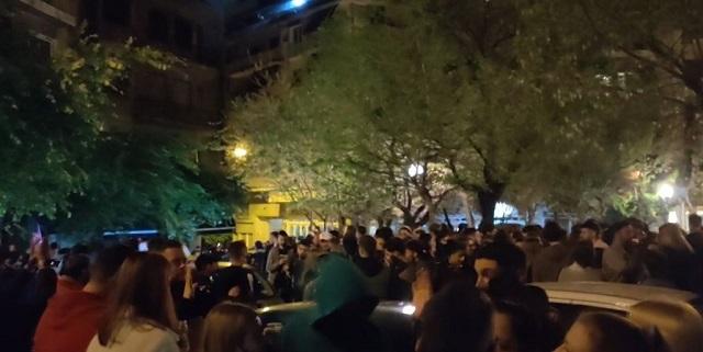 Κορονοπάρτι με εκατοντάδες άτομα και DJ στην Κυψέλη