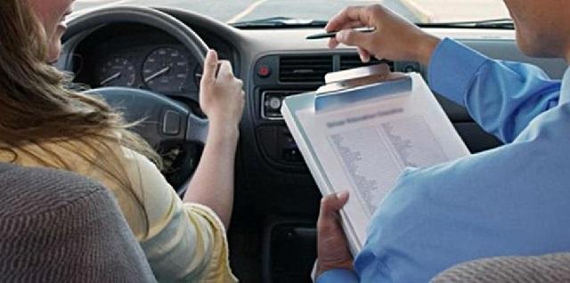 Σπάνε τα τηλέφωνα στις σχολές, αρχίζουν οι εξετάσεις οδήγησης