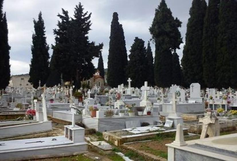 Πάτρα: Τράκαραν μέσα στο νεκροταφείο – Κωμικοτραγικές σκηνές