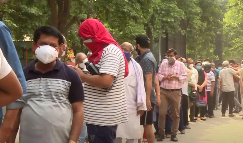 Ινδία: Κλείνουν εμβολιαστικά κέντρα λόγω ελλείψεων