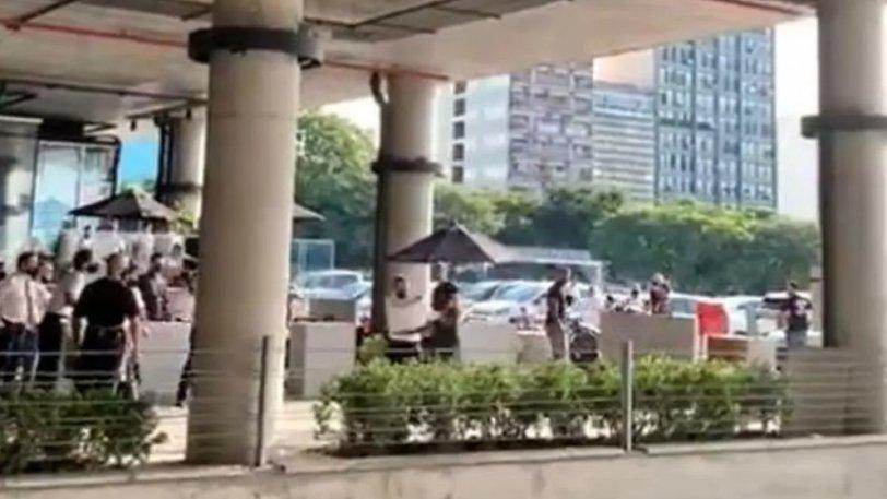 Αργεντινή: Ξύλο σε εστιατόριο για τον λογαριασμό: Σερβιτόρος «ξάπλωσε» πελάτη