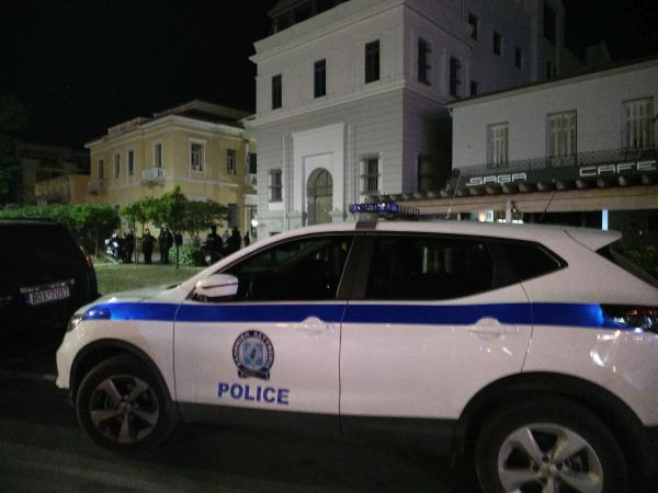 Ερήμωσε η πλατεία Τζιόρτζιο Ντε Κίρικο