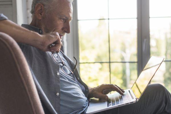 Μποναμάς ως 5.292 ευρώ για 250.000 συνταξιούχους