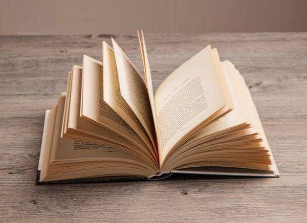 Συγγραφείς σε ιστορικά μονοπάτια