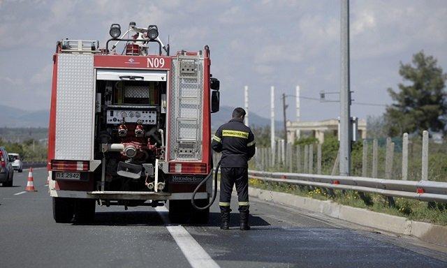 Αλμυρός: Διαρροή διαλυτικού υλικού από φορτηγό στην Εθνική Οδό