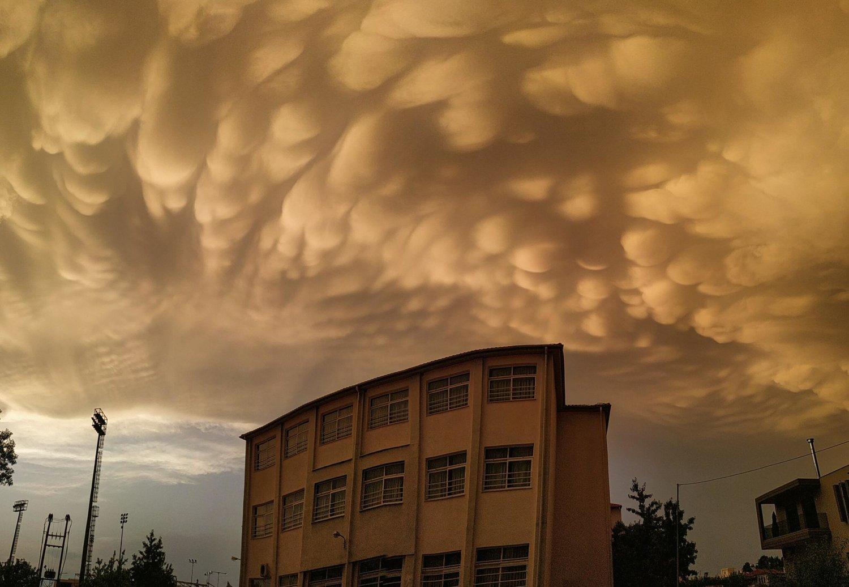 Λάρισα: Σύννεφα Mammatus κάλυψαν τον ουρανό