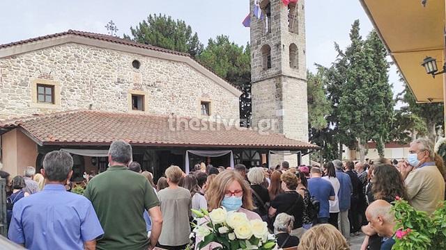 Θρήνος στην κηδεία της 14χρονης στη Θεσσαλονίκη -Τα «γιατί» για τον άδικο χαμό της