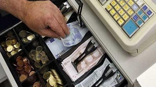 Μπήκε σε κατάστημα στο Μαλάκι και έκλεψε χρήματα