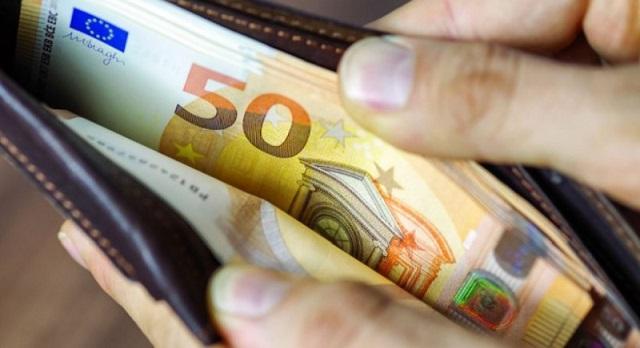 Δύο 21χρονες βρήκαν πορτοφόλι με 8.000€ και το παρέδωσαν