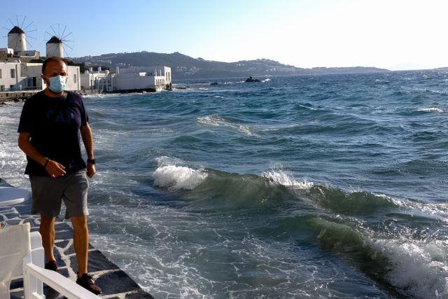 SOS από ΠΟΕΔΗΝ: Πολλαπλασιάστηκαν τα κρούσματα στα νησιά – Δεν φτάνουν τα ξενοδοχεία καραντίνας σε Μύκονο και Πάρο