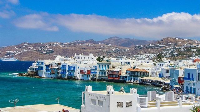 Πρόεδρος επιχειρηματιών Μυκόνου: «Οι τουρίστες μας βρίζουν γιατί θεωρούν πως τους κοροϊδέψαμε»