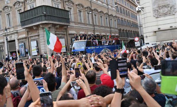 Πενταπλάσια τα κρούσματα κοροναϊού στη Ρώμη λόγω… EURO