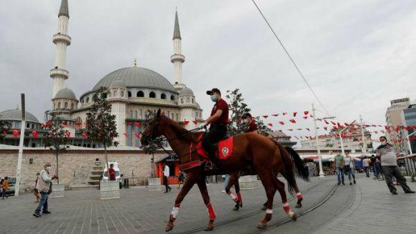 Τουρκία: Αυξήθηκαν κατά 30% μέσα σε μία εβδομάδα τα κρούσματα του SARS-CoV-2