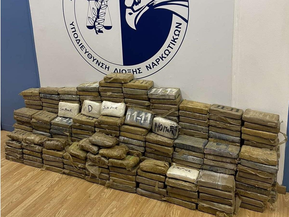 Λιμάνι Πειραιά: Τεράστια ποσότητα κοκαΐνης σε τσουβάλια καφέ