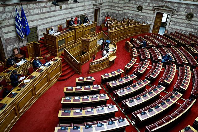 Ψηφίστηκε η τροπολογία για τον υποχρεωτικό εμβολιασμό - Οι τελικές ρυθμίσεις