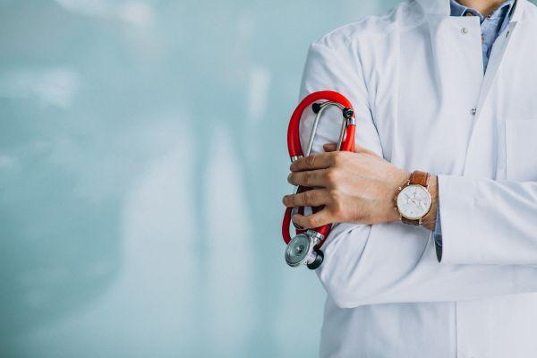 Δύο νέοι ειδικευόμενοι γιατροί στο Αχιλλοπούλειο
