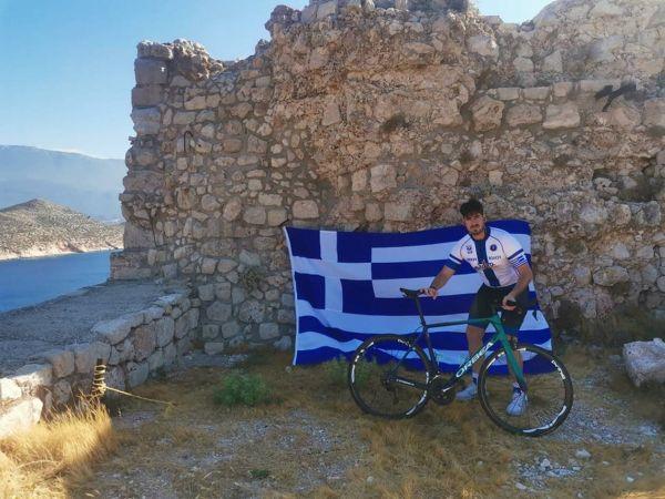 Υψωσε σημαία στο Καστελόριζο ~ Μήνυμα εμψύχωσης στους Έλληνες Ακρίτες