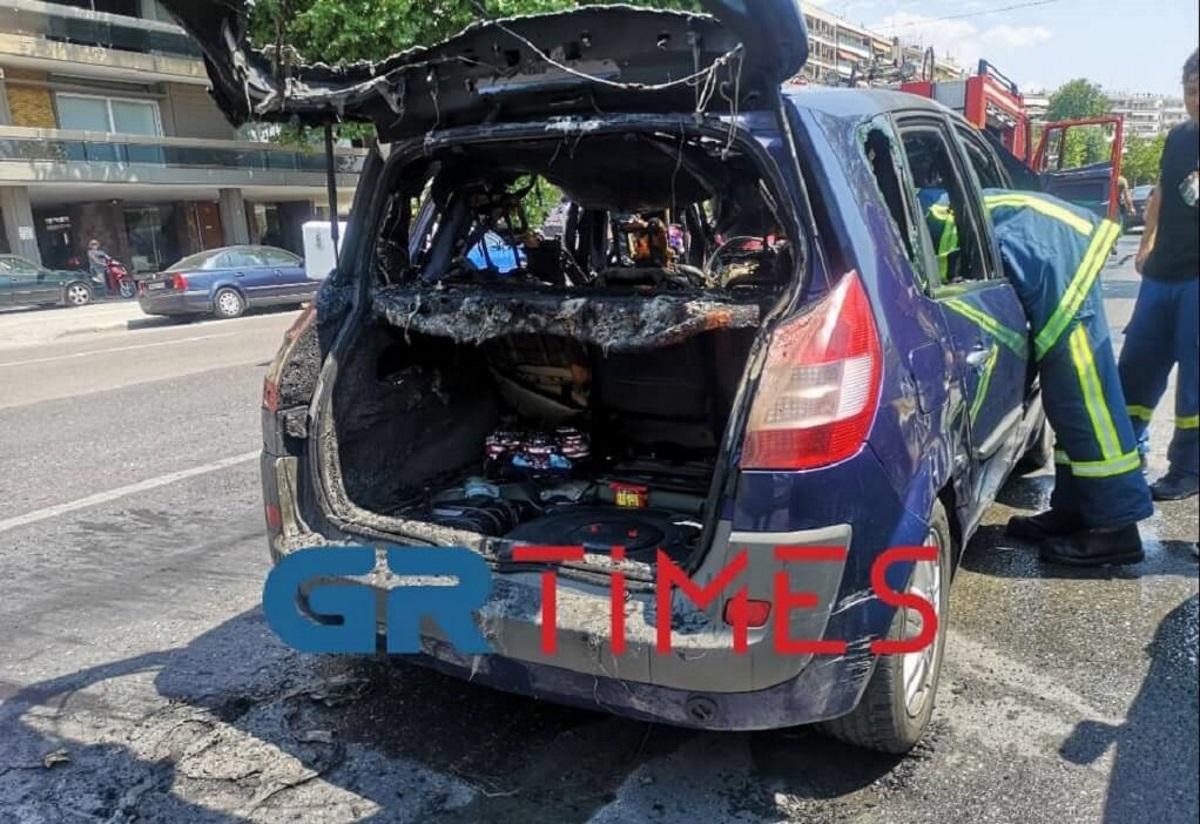 Θεσσαλονίκη: Κάηκε το αυτοκίνητο τους στη μέση του δρόμου αλλά… πήγαν κανονικά διακοπές