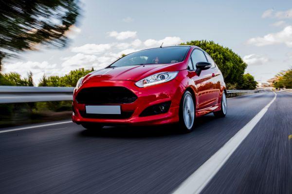 «Έκρηξη» στις πωλήσεις ηλεκτρικών και υβριδικών αυτοκινήτων στην ΕΕ