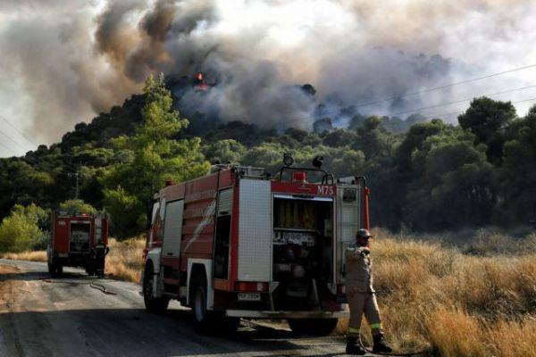 Σε εξέλιξη οι πυρκαγιές σε Νέα Αλμυρή Κορινθίας και Ασκληπιείο Αργολίδας