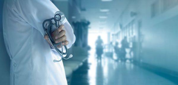 Κοροναϊός: Ανησυχία από την εκτόξευση των εισαγωγών στα νοσοκομεία – Αύξηση κατά 539% από τις αρχές Ιουλίου