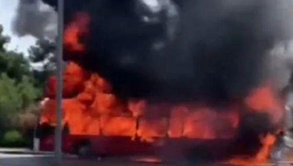 Θεσσαλονίκη: Στις φλόγες λεωφορείο του ΚΤΕΛ