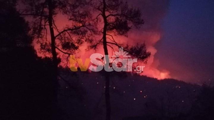 """""""Κόλαση"""" φωτιάς στην Εύβοια: Καίγεται η Σκεπαστή - Πληροφορίες για εγκλωβισμένους"""