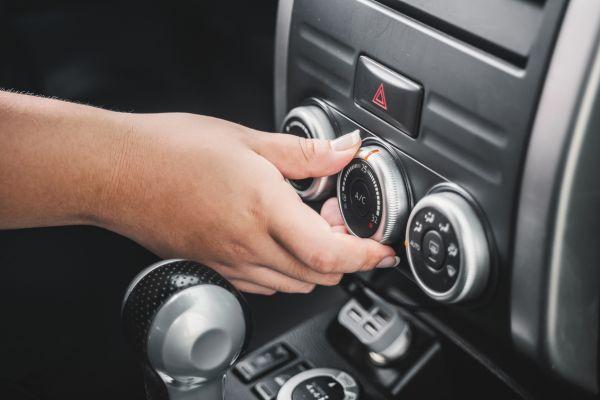 Φωτιές: Πώς πρέπει να χρησιμοποιείτε το κλιματιστικό στο αυτοκίνητο