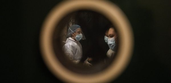 Κοροναϊός : Η πρώτη έρευνα σε «πραγματικό χρόνο» χρειάστηκε 30 ανεμβολίαστους εθελοντές