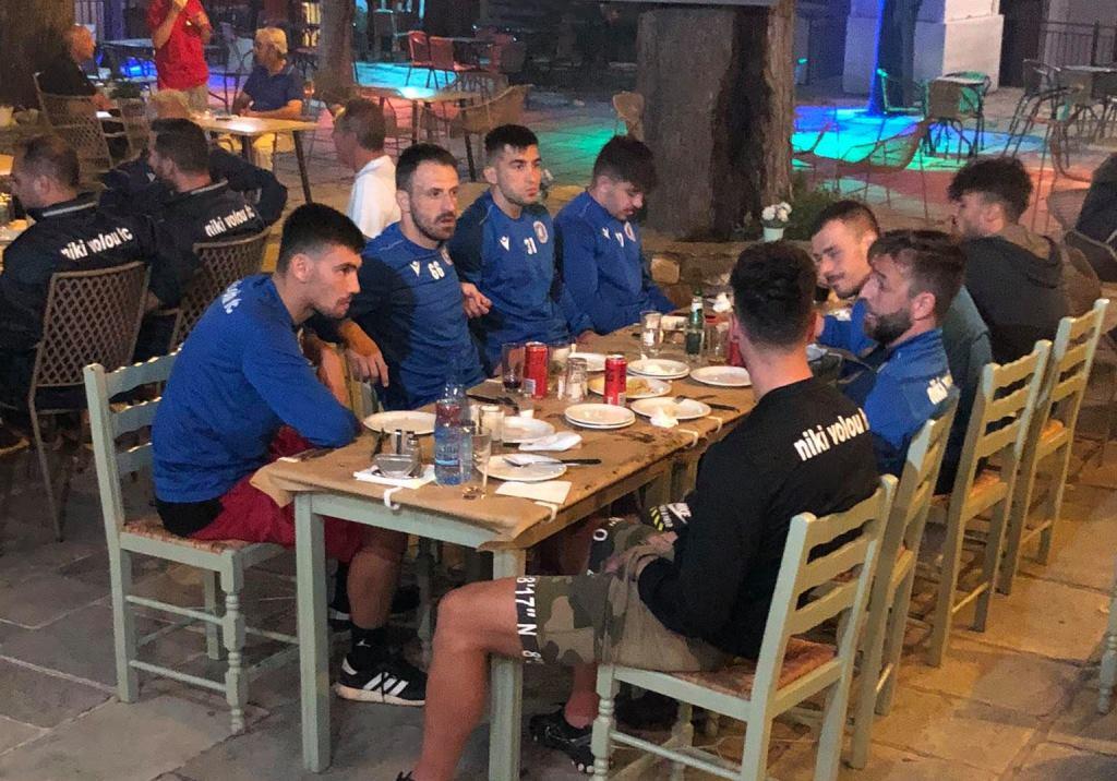 Τραπέζι Βοσνιάδη στους παίκτες της Νίκης