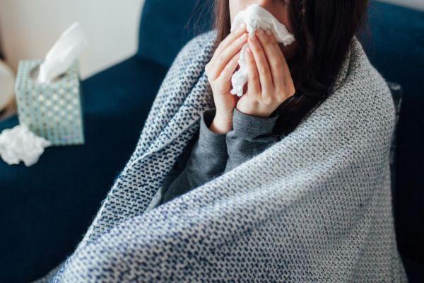 Αυτά είναι τα 5 πιο συνήθη συμπτώματα της μετάλλαξης Δέλτα στους εμβολιασμένους