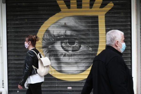 Κοροναϊός: Τα τέσσερα καμπανάκια των ειδικών για την εξέλιξη της πανδημίας
