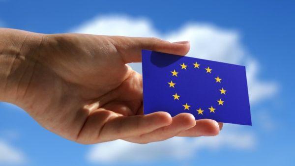 Μπλε Κάρτα: Nέοι κανόνες για την προσέλκυση εργαζομένων υψηλής ειδίκευσης στην ΕΕ