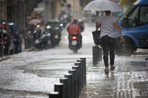 Καιρός: Βροχές και καταιγίδες και τη Δευτέρα – Δείτε πού θα «χτυπήσουν»