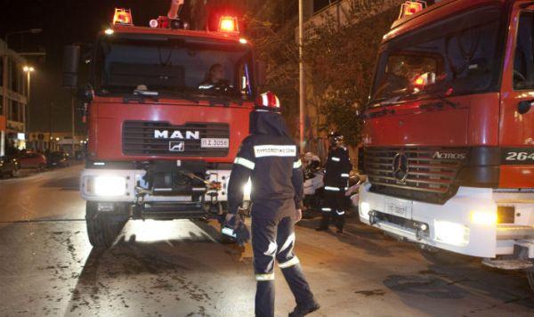 Αγιος Δημήτριος: Γυναίκα ανασύρθηκε χωρίς τις αισθήσεις της κατά την κατάσβεση πυρκαγιάς
