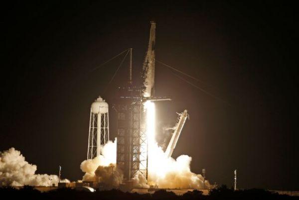 Space X: Εκτοξεύτηκε το σκάφος με τους… τουρίστες του Διαστήματος