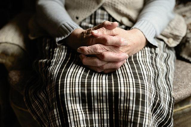 Πάτρα: Ηλικιωμένη εξαπατήθηκε από συγγενείς της – Της «έφαγαν» 330.000€