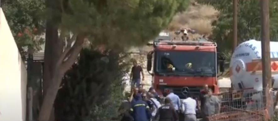 """Καλύβια: Επτά τραυματίες από την έκρηξη σε σπίτι – """"Έσκασε"""" δεξαμενή υγραερίου"""