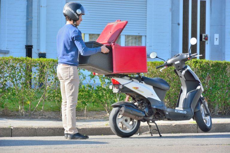Υπουργείο Εργασίας: Αυτά είναι τα νέα δικαιώματα των εργαζομένων στα delivery