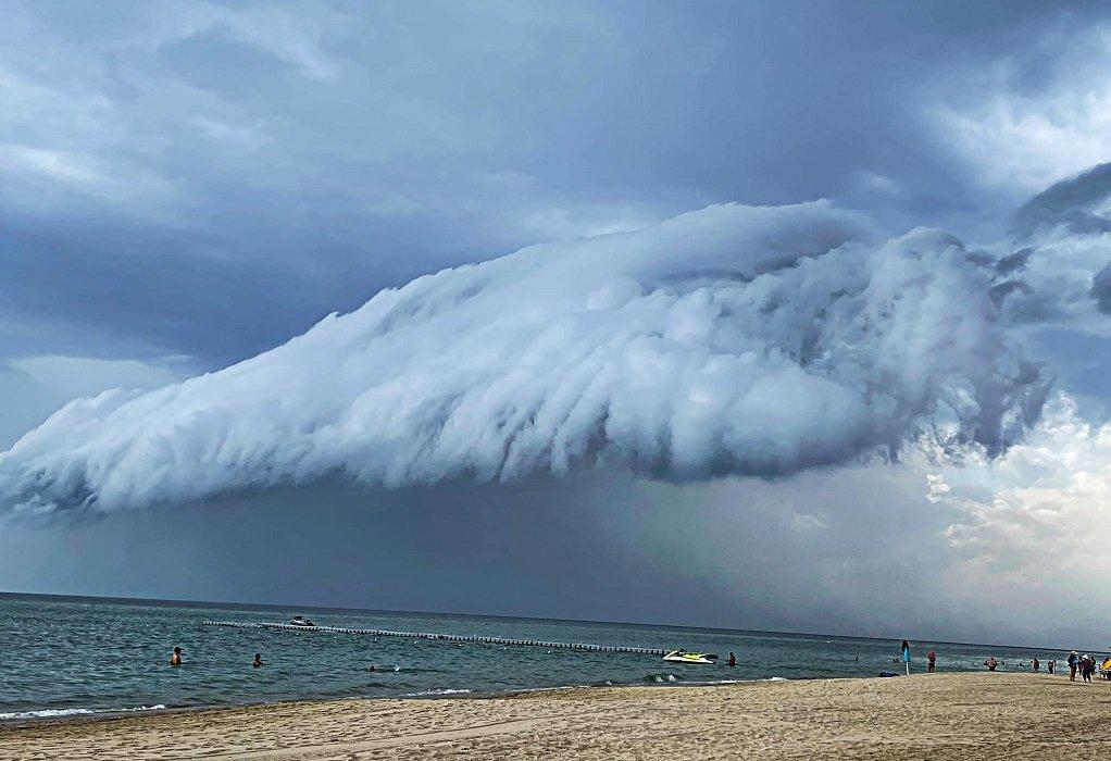 Shelf Cloud: Εντυπωσιακό σύννεφο «σκέπασε» τη Χαλκιδική