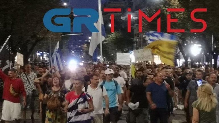 Συγκέντρωση και πορεία κατά του υποχρεωτικού εμβολιασμού στη Θεσσαλονίκη