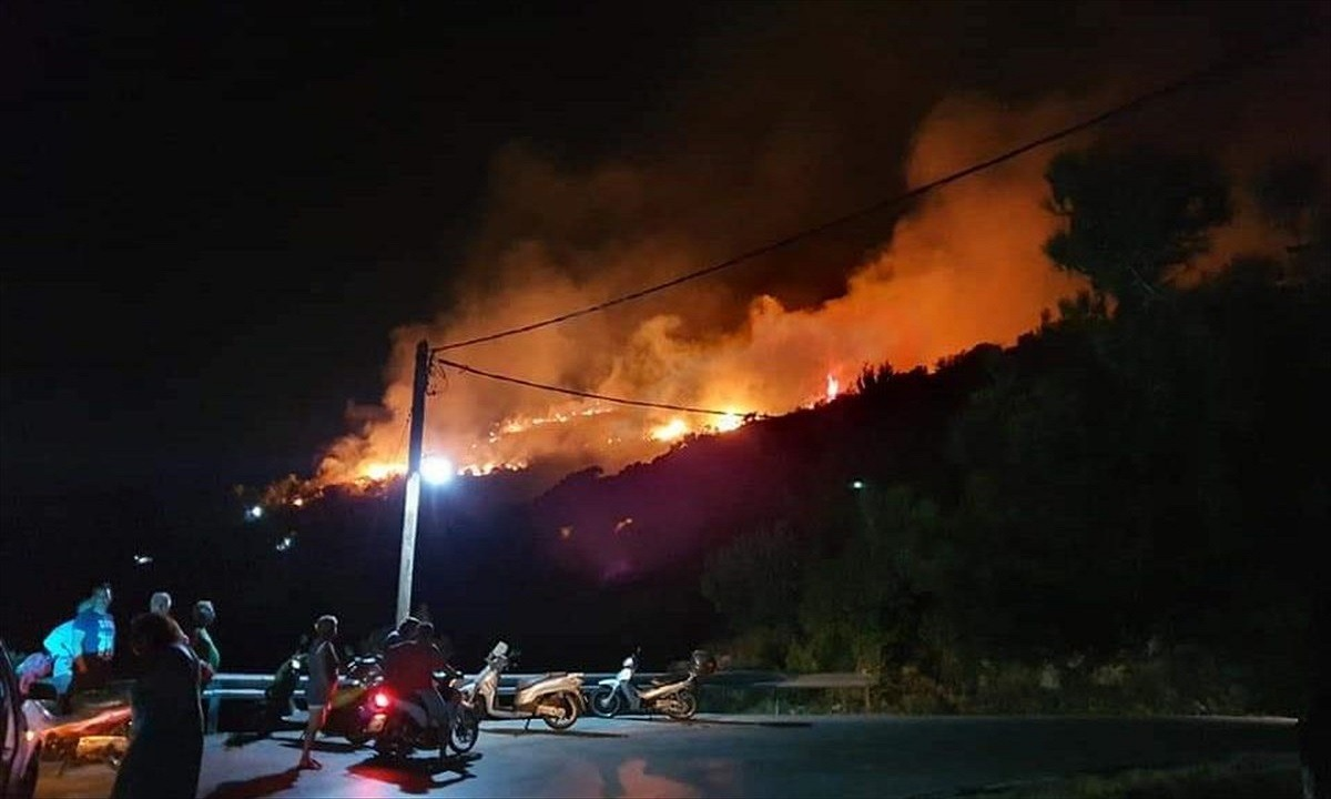 Σάμος: Πυρκαγιά στο ΚΥΤ στο Βαθύ - Εκκενώνεται η δομή